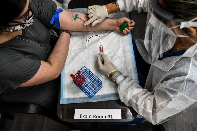 先撇開有爭議的俄羅斯疫苗不說,全球至少有165種疫苗在研發當中。 圖/法新社