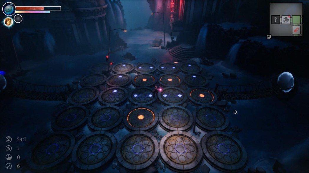 遊戲有幾種簡單的解謎,這種的破解方式有點像是踩地雷(沒有教學研究了一會)
