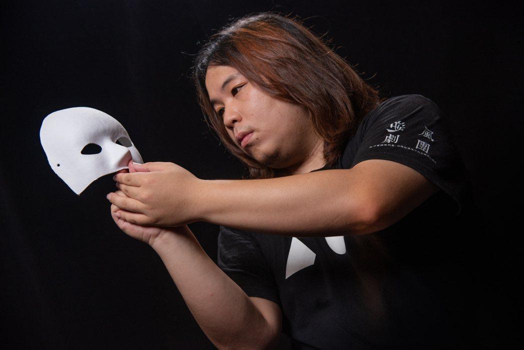 「逆風劇團」創辦人成瑋盛,今年23歲,投入高關懷青少年藝術教育已經有5年時間。 ...