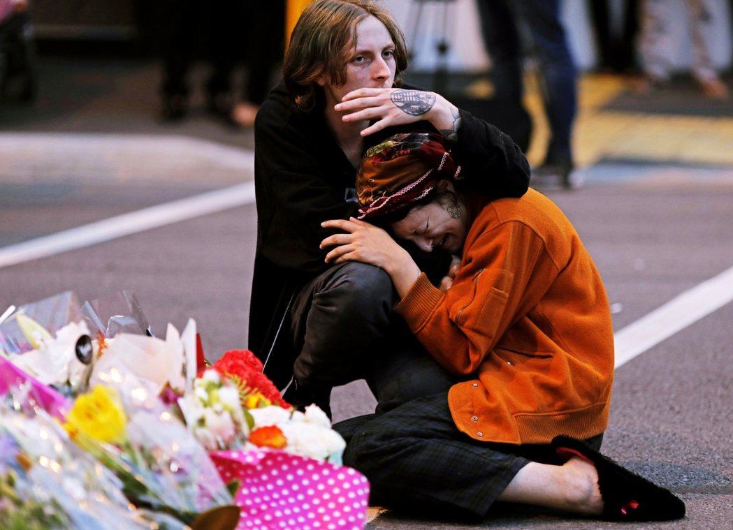 基督城清真寺槍擊,是發生在當地時間2019年3月15日的下午,塔倫手持半自動步槍...