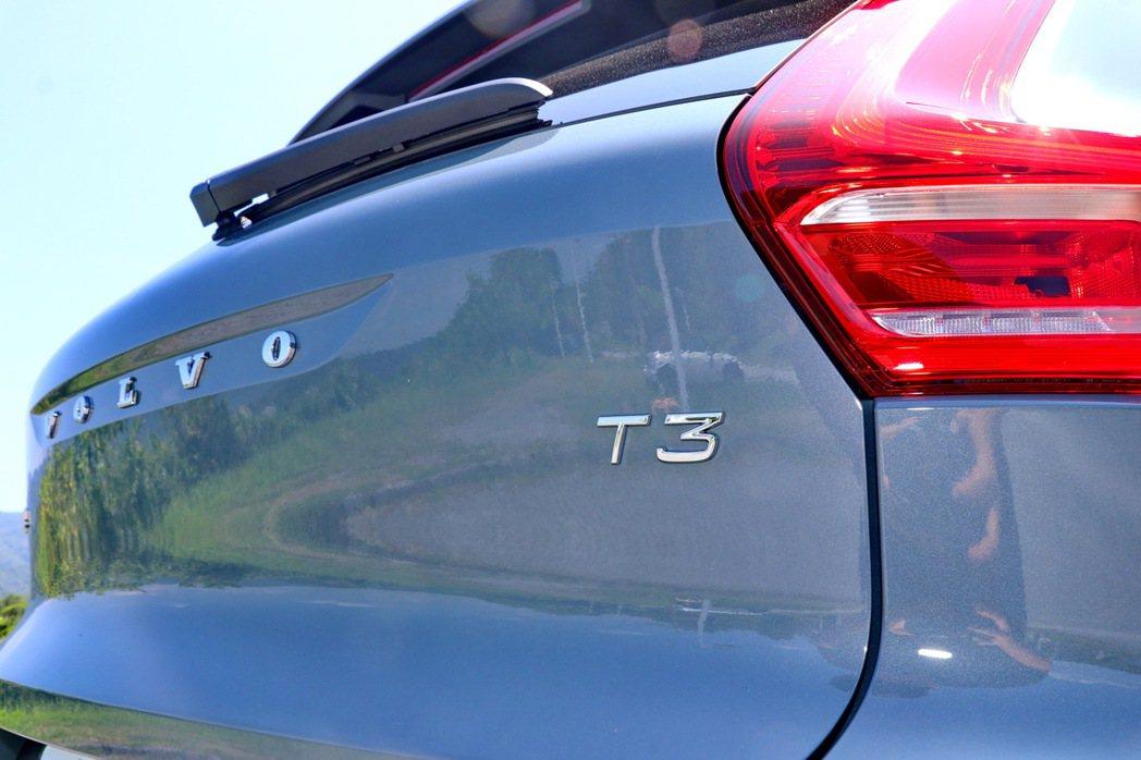 以T3車型銘牌彰顯身分。 記者陳威任/攝影