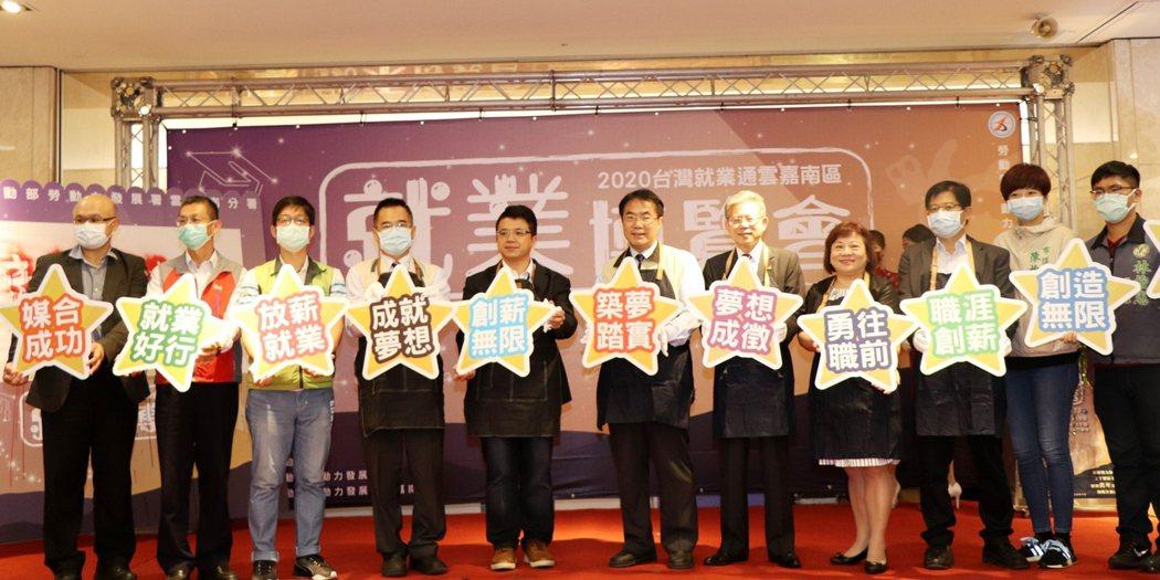 今日包括勞動部次長林三貴、台南市長黃偉哲、勞動力發展署長施貞仰等多位貴賓都到現場...