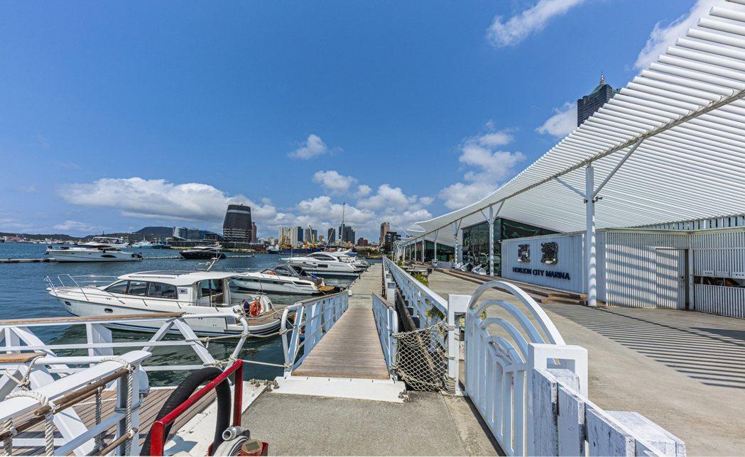 亞灣區碼頭,高雄老城區新生,正好呼應了台灣的新生。 業者/提供