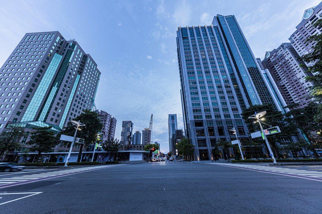 高雄產業轉型,辦公大樓須求大增,帶動房市需求。 業者/提供