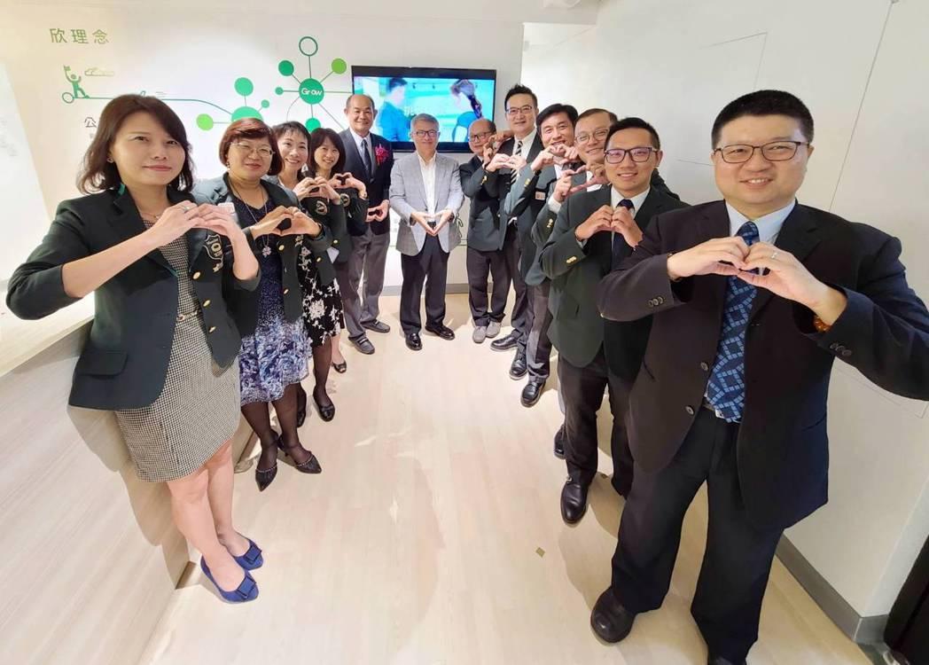 欣台保經董事長蘇晉川帶領管理團隊再創高峰。 欣台保經/提供