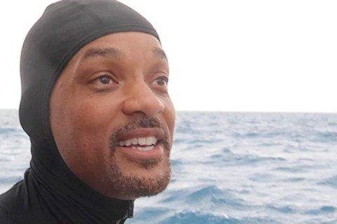 以動作片聞名全球的好萊塢演員威爾史密斯,自曝看了電影「大白鯊」之後產生恐海症,他卻得在Discovery「鯊魚週」節目中,與虎鯊近距離接觸。Discovery每年經典節目「鯊魚週」,即日起到28日將...