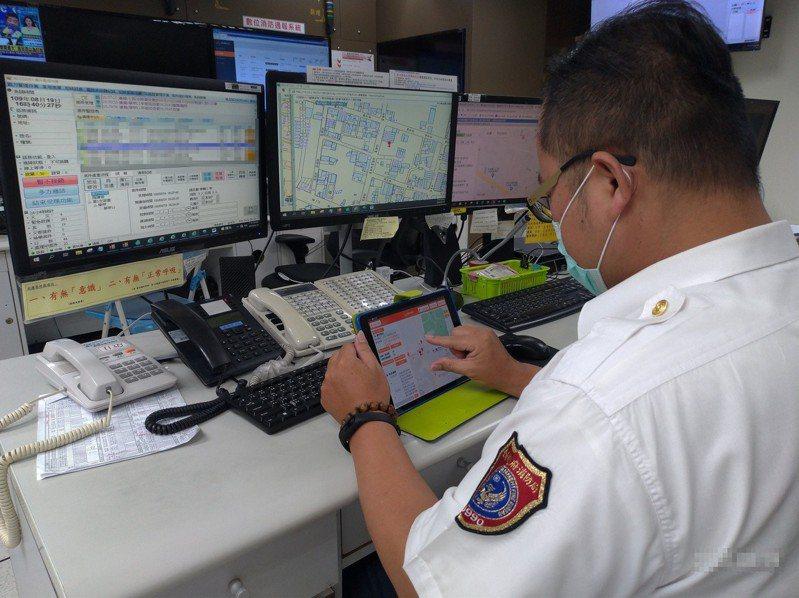 台南市消防局本月起整合消防署救護指揮派遣等系統,讓消防員精準掌握救災狀況。圖/市府消防局提供