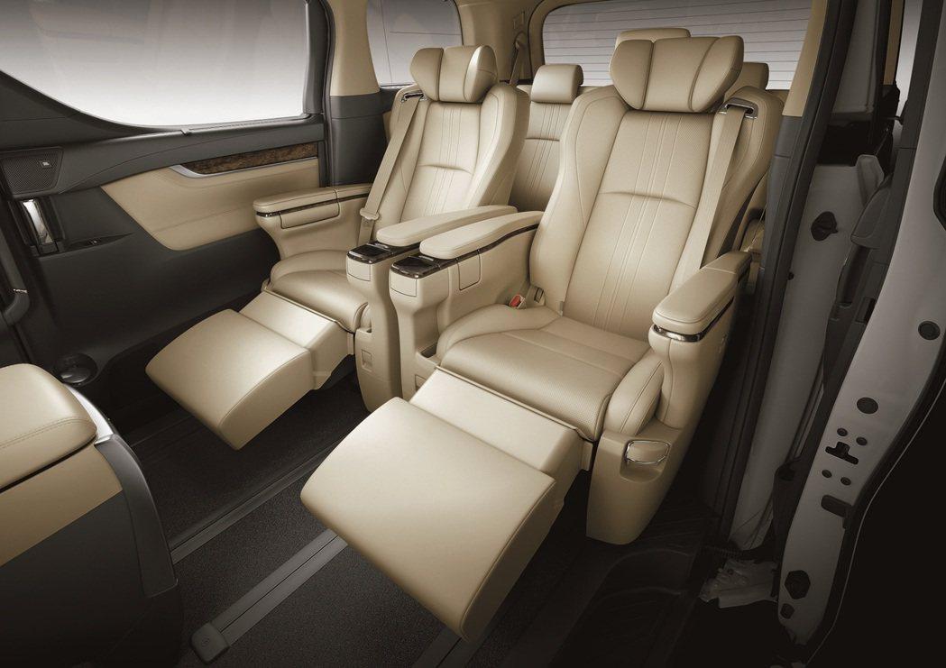 全車配備Semi-Aniline頂級真皮座椅,第二排更採用頭等艙VIP級Otto...