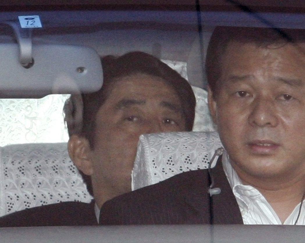 2007年9月13日,安倍宣佈辭職後的隔天,也同樣是去慶應大學醫院檢查。這和20...
