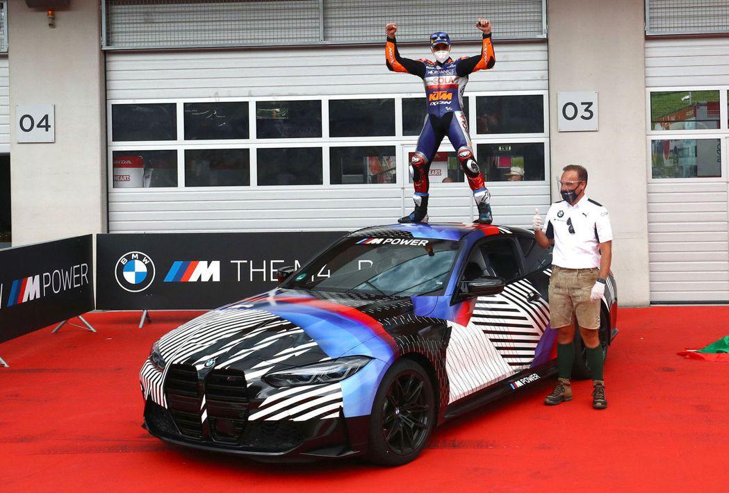 Miguel Oliveira不僅收穫個人首座分站冠軍,也得到了一輛全新BMW ...