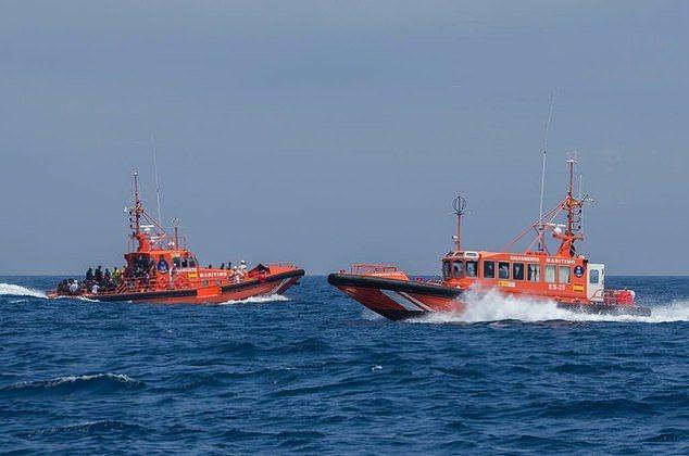 英國一名55歲的老翁在搭乘遊輪時,不小心從船上摔下,沒想在海上漂流3天才獲救。圖擷自每日郵報