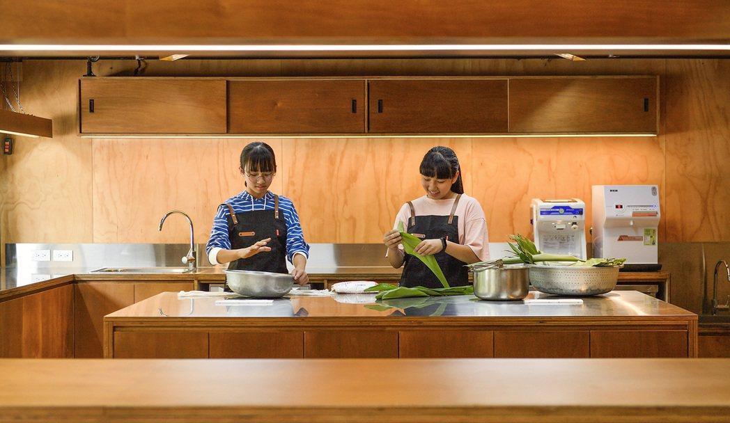 格式重新賦予空間共創廚房、教學實驗基地、圖書交誼、部落集會場、教育美學展演等機能...