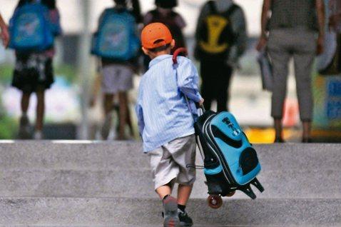 被踢皮球的孩子(下):不在機構也沒回社區,孩子哪去了?