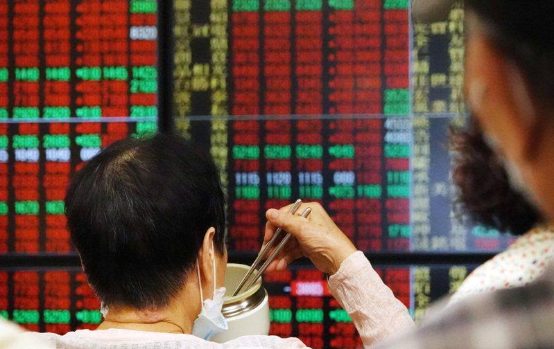 台股在7月28日盤中來到13031點歷史新高,近來台股走勢震盪,昨天台股當沖比39.4%,今天當沖比也達36.08%。報系資料照