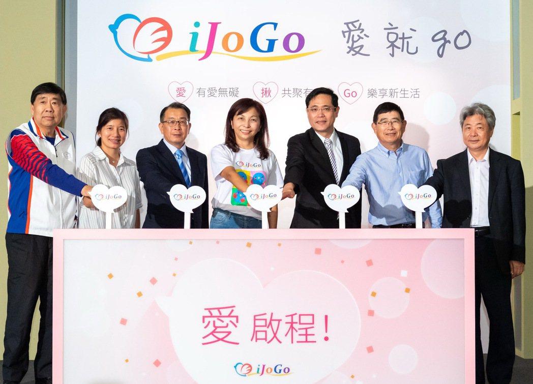 iJoGo愛就GO平台由中華奧會副主席蔡賜爵(左起)、前台中副市長林依瑩、師大教...