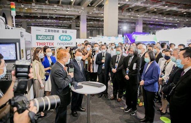 總統蔡英文蒞臨2020臺灣資安館觀展。 工業局/提供