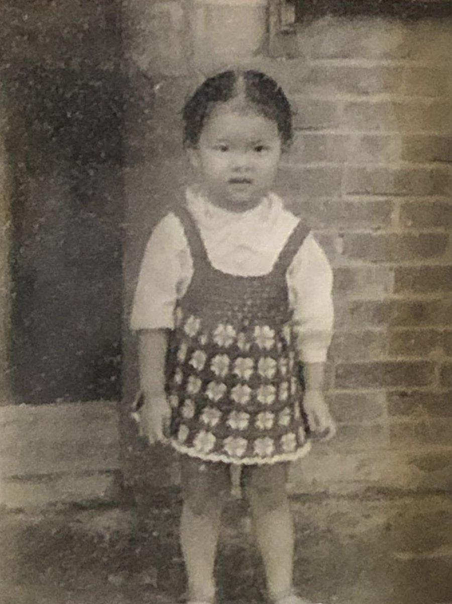 璩美鳳的童年照曝光,眉清目秀,聰明伶俐。圖/新華忠國際地產提供