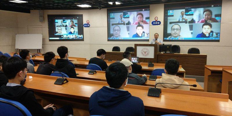 疫情期間,淡江大學使用遠距教學系統,讓陸生可以和台生同步上課。圖/淡江大學提供