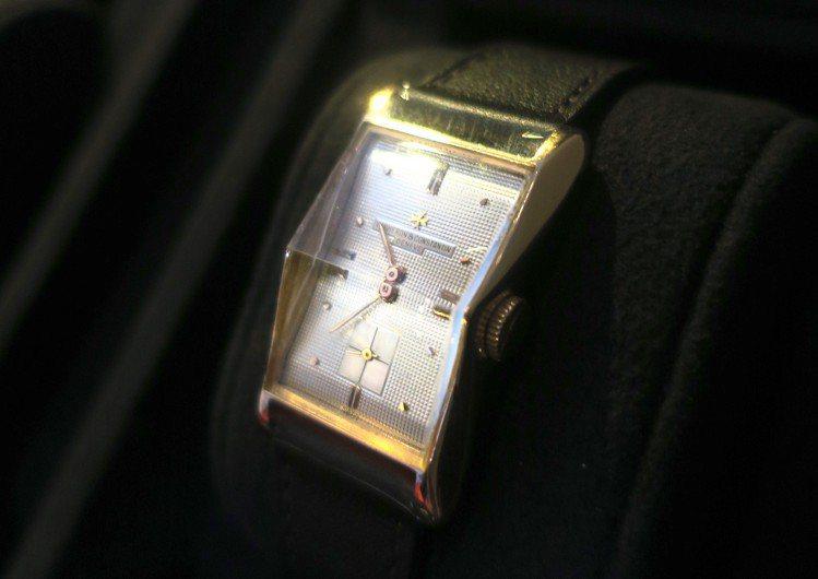 從「縮腰領結」得到靈感的1955年長方形古董腕表,頗具1920、1930年代的A...
