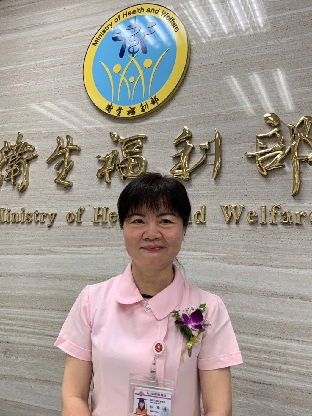 草屯療養院護理督導長林梅珠,今獲得衛福部頒發的「資深貢獻獎」。記者陳雨鑫/攝影