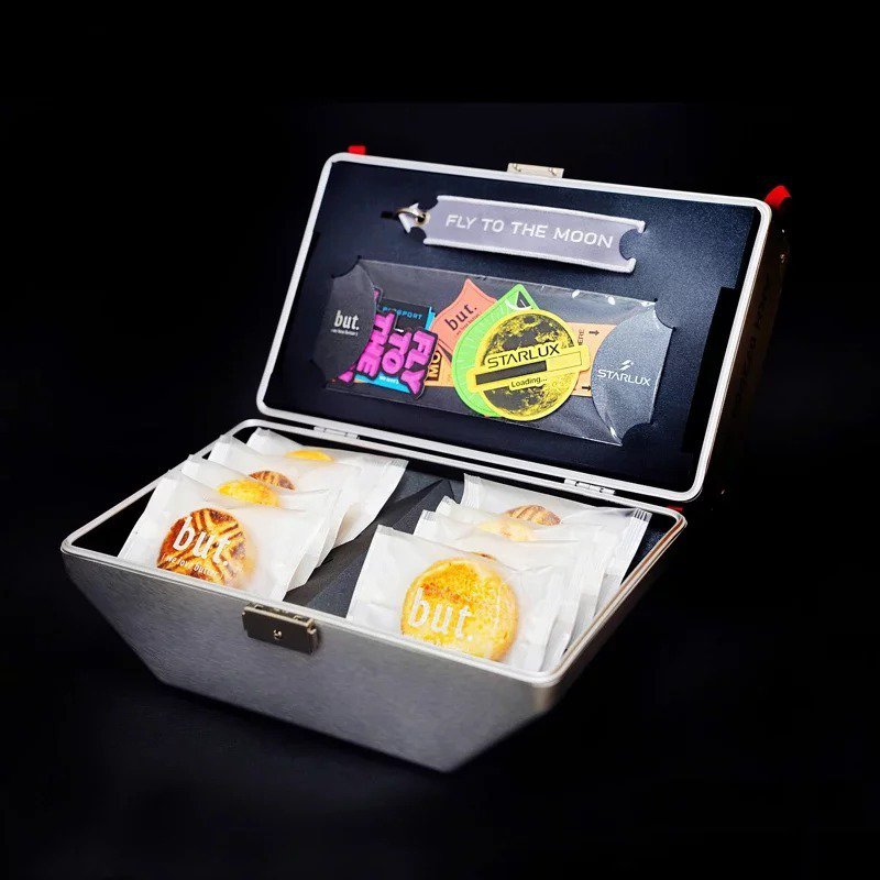 星宇航空推限量中秋禮盒「星宇箱」,昨晚6時開賣。圖/星宇航空提供