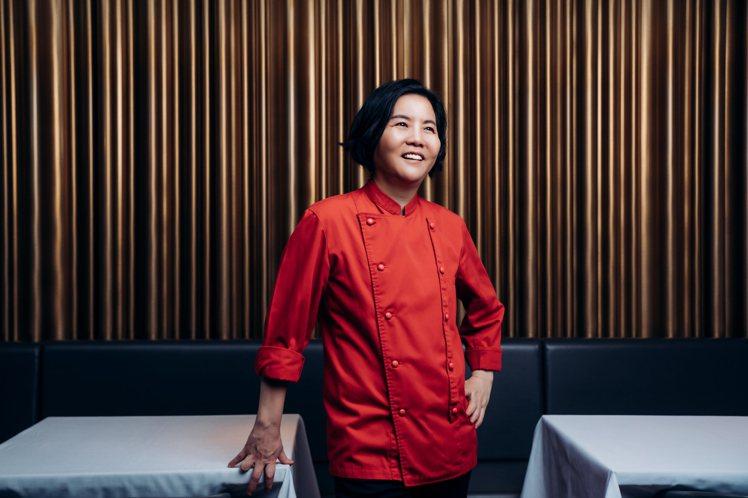 鹽之華主廚黎俞君,是首位摘星的台籍女性主廚。圖/鹽之華提供