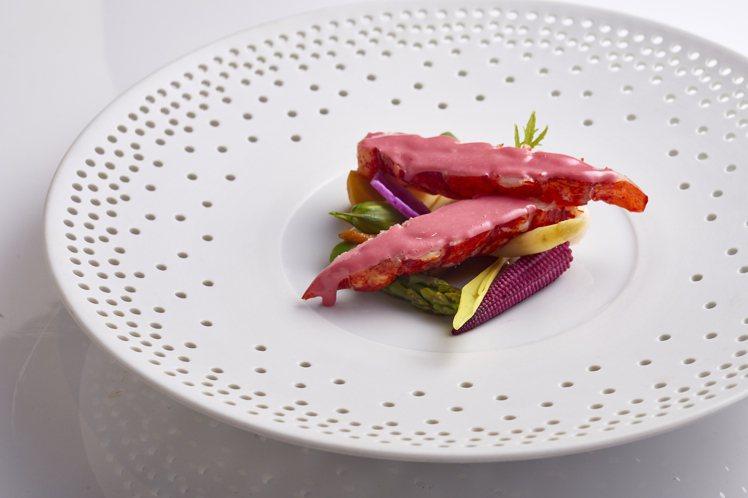 龍蝦、夏季蔬菜、甜菜荷蘭醬。圖/鹽之華提供