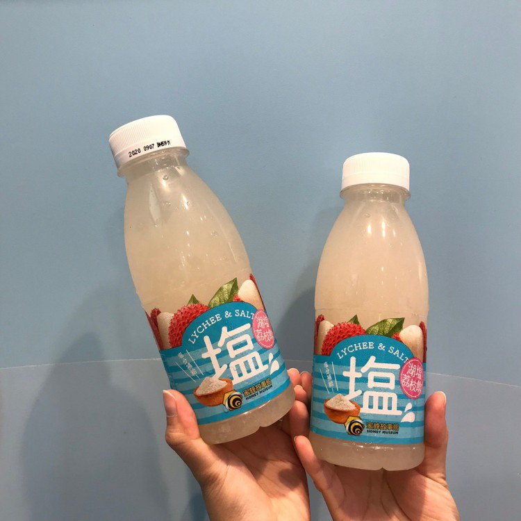 7-ELEVEN獨家開賣「蜜蜂故事館湖鹽荔枝飲PET 420ml」,售價38元,...