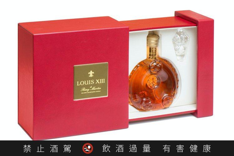打開路易十三迷你瓶盒子,彷彿打開一個珠寶盒。圖/路易十三提供