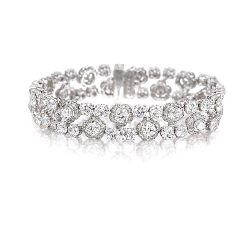 GRAFF鑽石手鍊,鑽石共重約25.92克拉,估價55萬港元起。圖/富藝斯提供
