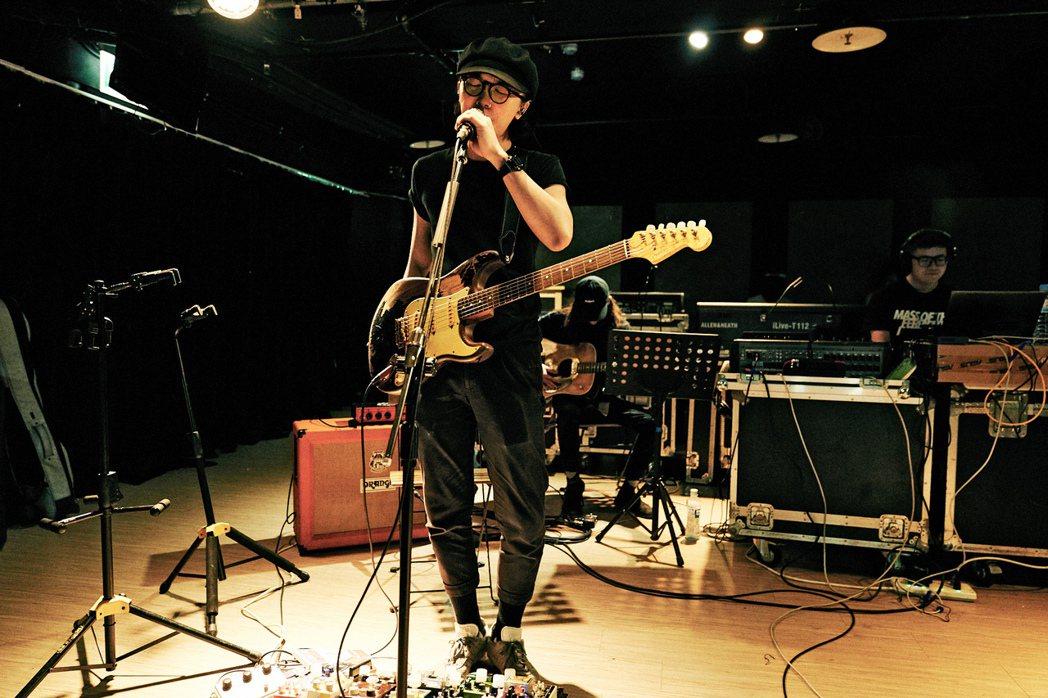 謝震廷為8月30日演出,每天花8至12小時練吉他、練唱。圖/種子音樂提供