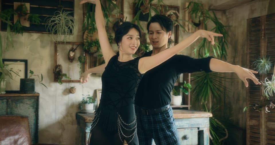 貝童彤(左)睽違3年重拾國標舞興趣。圖/星恆娛樂提供