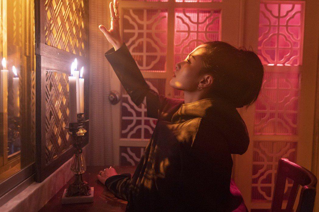 江靜推出新歌「Soul Searching」。圖/本色提供