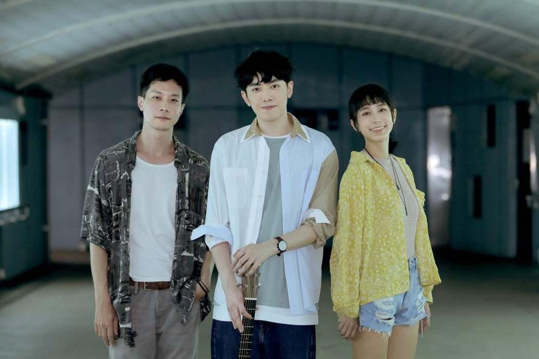 李友廷(中)新歌「直到我遇見了你」,MV邀來薛仕凌(左)和温貞菱上演「人鬼戀」。...