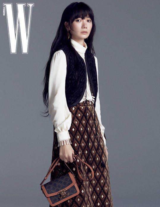 裴斗娜身穿CELINE 2020秋冬女裝。圖/取自wkorea.com