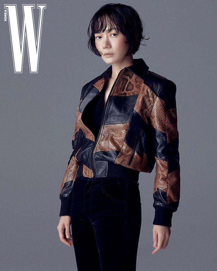 裴斗娜詮釋2020秋冬CELINE Homme以中產階級奢華為表徵的浪漫主義。圖...