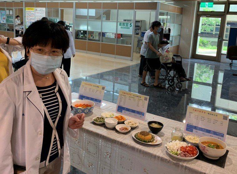 雲林基督教醫院營養師林旻樺提出長者飲食菜單以「軟化肉類」、「蔬菜好吞食」為設計方...