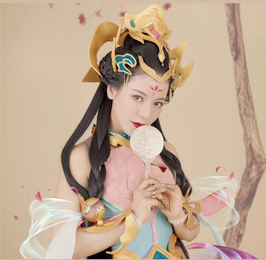 丁噹扮演楊玉環,大露香肩十分美豔。圖/相信音樂提供