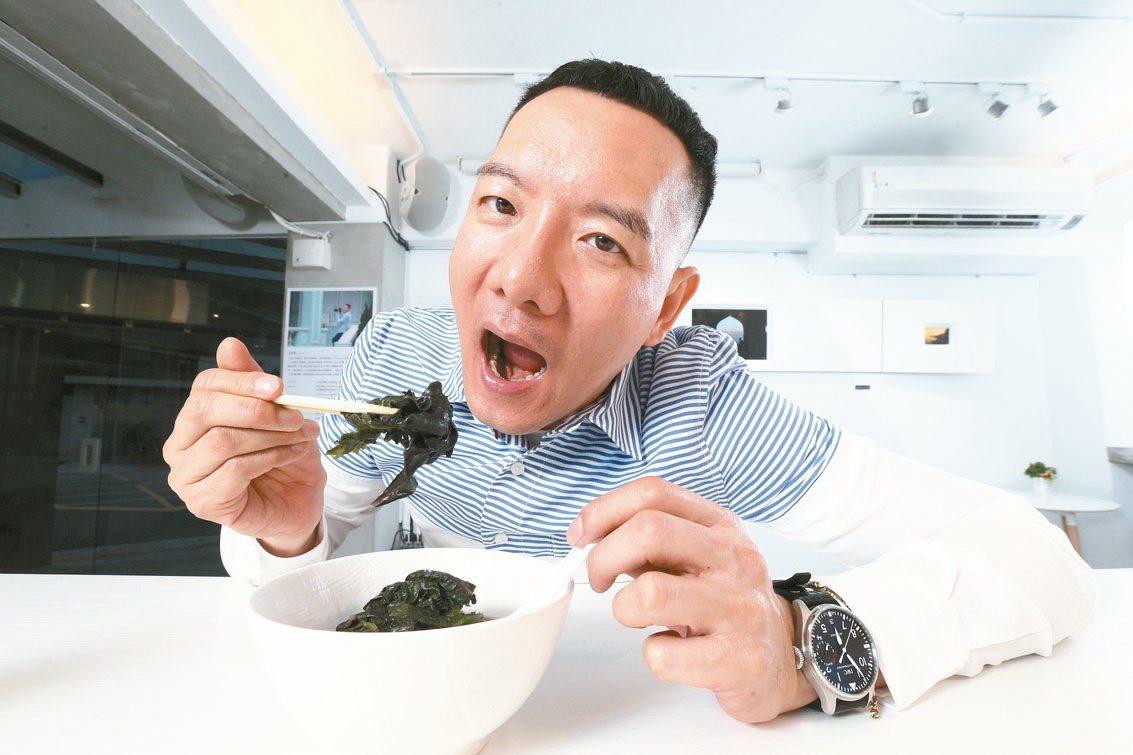 長期吃素的他每天都會補充維他命B12,「吃素攝取會比較少一點,但其他營養吃素還是...