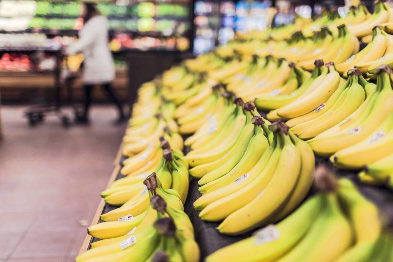 香蕉的纖維質不但可以幫助消化,還有助於提供穩定的葡萄糖流,為人體提供固定的能量來...