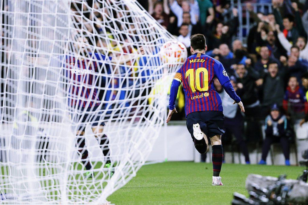不僅傳承了象徵王牌的10號球衣,更以不可思議的個人技術,成為當代足壇、乃至於足球...