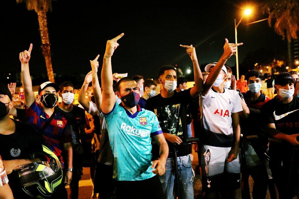層無情到荒謬的態度,卻在第一時間激怒了巴塞隆納的本地球迷,自25日深夜開始球場外...