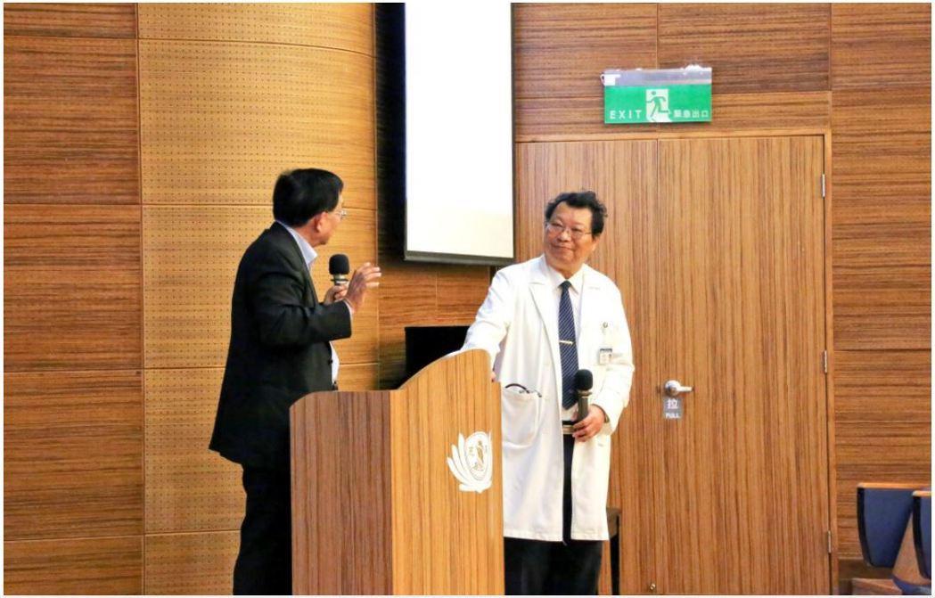 傳染病防治醫療網東區指揮官李仁智主任向蘇益仁教授請益,關於當年和平醫院封院的決策...
