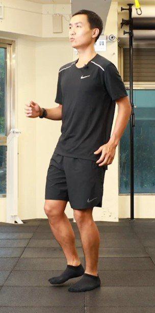 慢慢跑步驟3.4:鼻吸吐,兩吸兩吐;腳平落,輕盈無聲。 攝影/陳軍杉