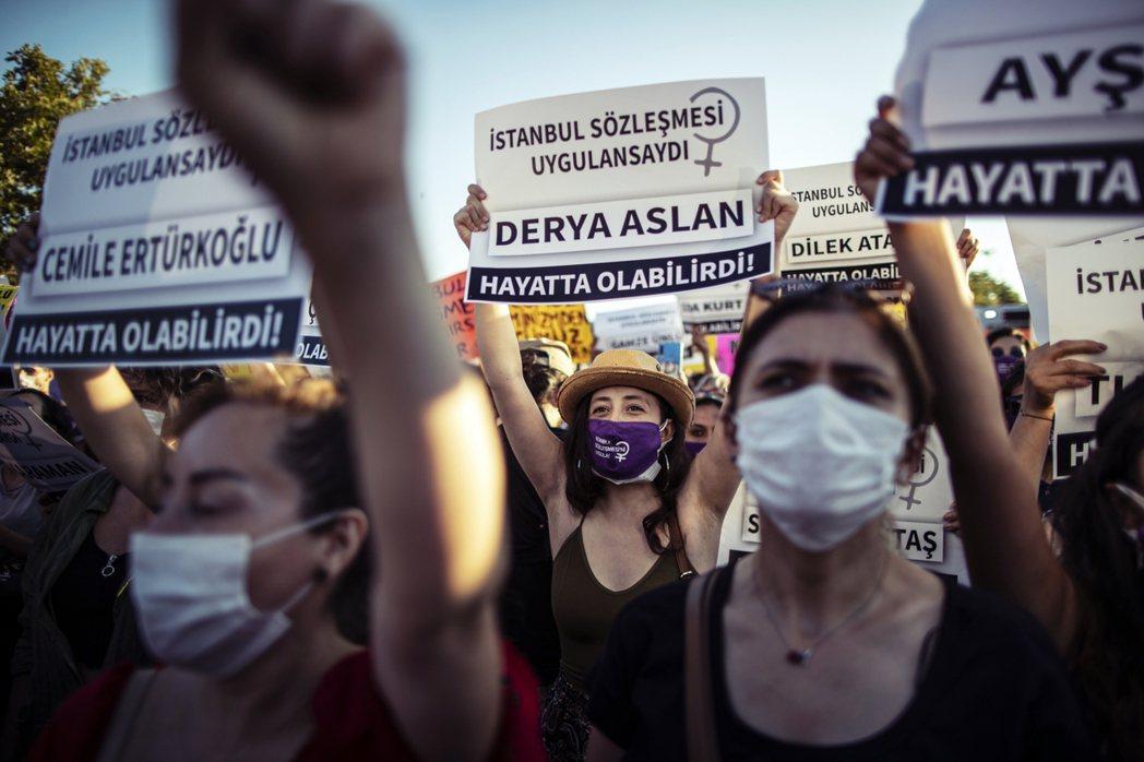 今年7月以來,土耳其女權保護團體紛紛在網路上發起「延續伊斯坦堡公約運動」,試圖阻...