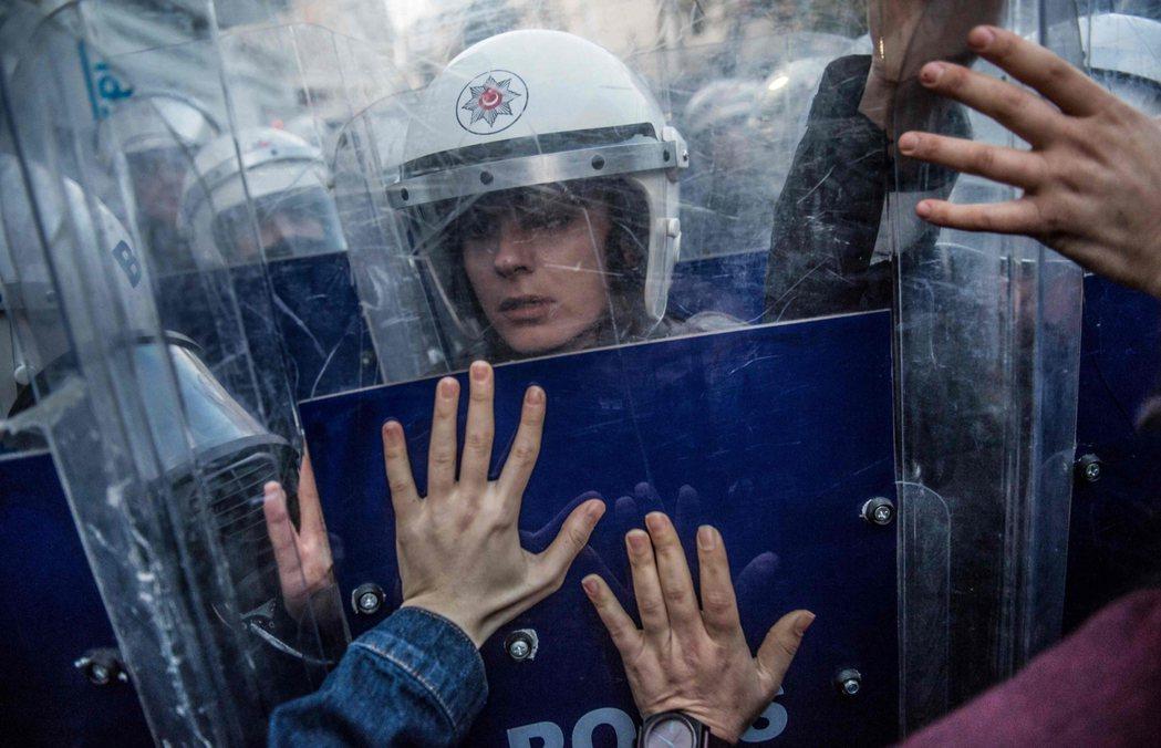 每年3月8日的國際婦女節,伊斯坦堡都會出現女性的示威活動。但近年來由於土耳其政治...