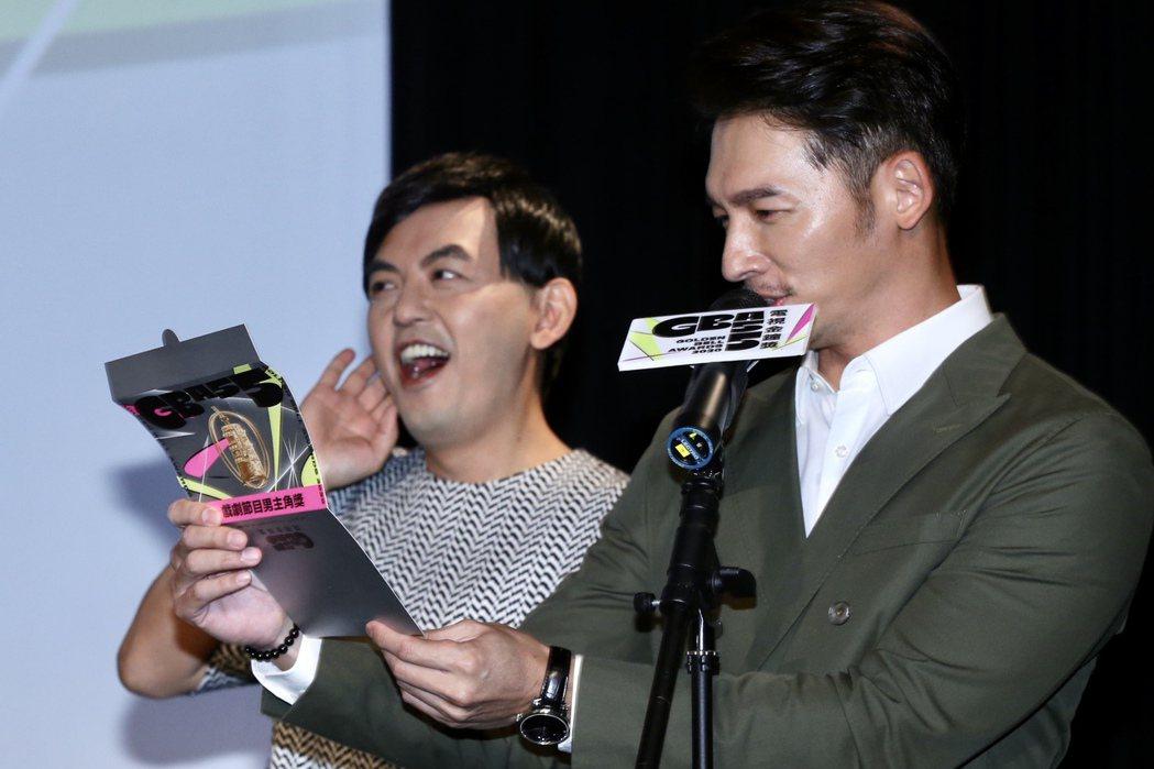 109年度電視金鐘獎,黃子佼(左)、溫昇豪(右)共同揭曉本屆入圍名單。記者林俊良...