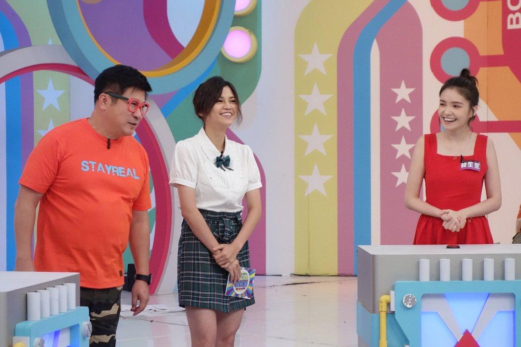 胡瓜與瑪莉亞主持「歡樂智多星」。圖/衛視提供