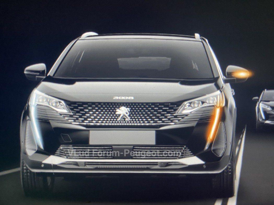 小改款Peugeot 3008換上了家族化的獠牙LED日型燈。 摘自Carsco...