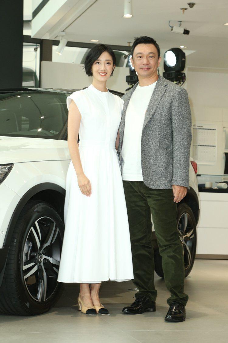 桂綸鎂(左)與黃信堯導演(右)合作拍攝VOLVO XC40廣告,出席新車發表。記...